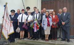 120 let hasičského sboru v Pustějově - po mši před kostelem