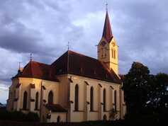 Kostel v zapadajícím slunci