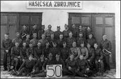 50 let hasičského sboru v Pustějově - před zbrojnicí