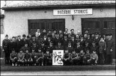75 let hasičského sboru v Pustějově - před stanicí