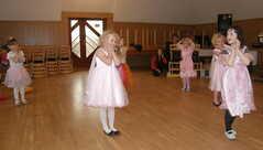 na úvod zatančily naše malé tanečnice