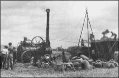 1947 - mlácení obilí parní lokomotivou
