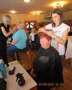kadeřnice Zuzka i kosmetička Renáta měly pořád plné ruce práce