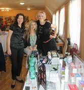 Kosmetička Renáta (vpravo) se svým týmem :-)