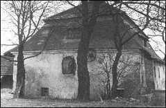 nejstarší budovou obce byl vodní mlýn - založen 1661 (foceno 1964)